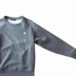 Acne Studios Swearshirt Size: XS Passar S/M Tröjan är skick 9/10 använd fåtal gånger, köpt på acne hem sida.