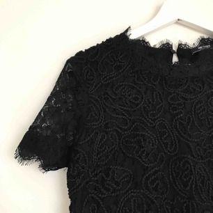Superfin klänning från Zara i strl S. Knäpps i nacken. Helt oanvänd då den är för liten för mig! 🌸