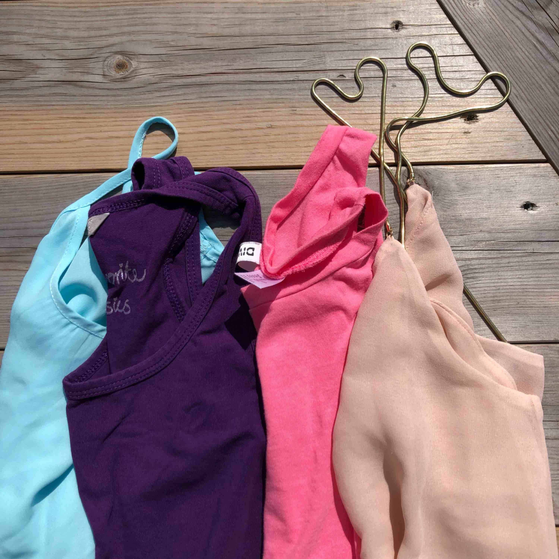 Säljer fyra olika färgglada linnen!✨ bättre bilder kan skickas privat om så önskas, då alla ser olika ut. En för 50, två för 80, tre för 100 och alla för 110kr. Frakt tillkommer.. Toppar.