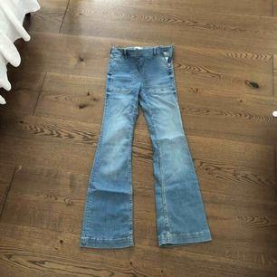 Helt oanvända bootcut jeans från Gina tricot inköpspris 299kr