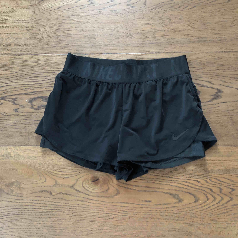 Använda fåtal gånger, som nya  Nike shorts storlek M  . Shorts.