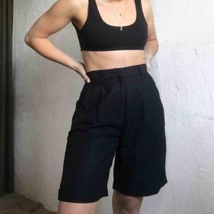 Jättefina lite längre shorts från DNKY. Pris: 100kr + 40kr frakt🖤