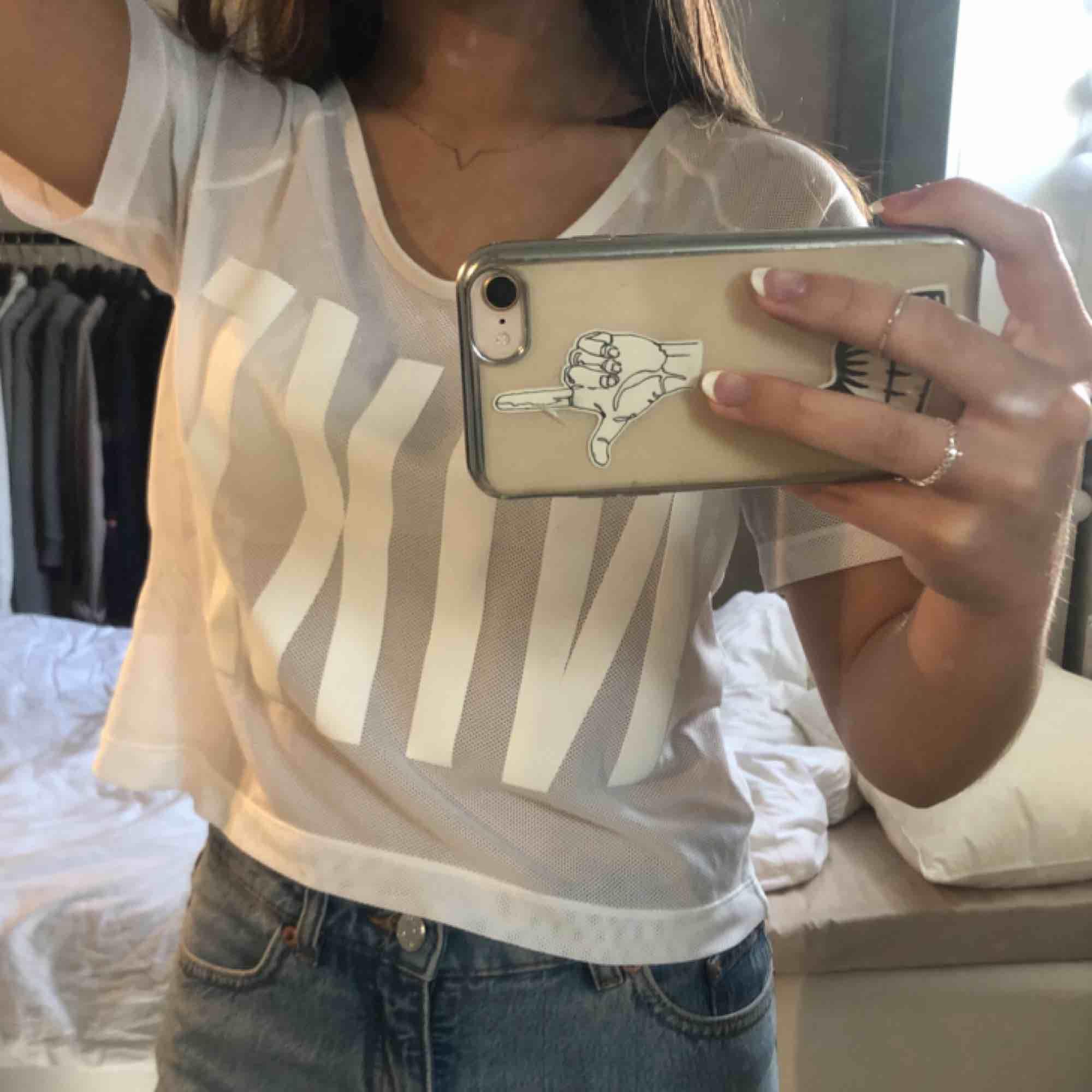 vit Nike T-shirt i typ mesh material💓frakt tillkommer. T-shirts.