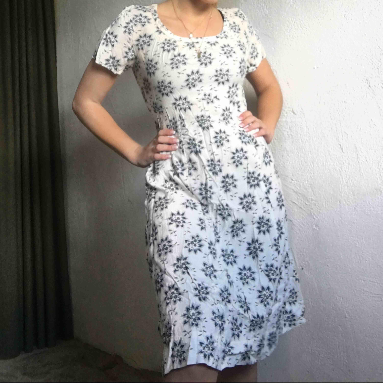 Jättefin klänning från Noa Noa. Pris: 160kr + frakt💙. Klänningar.