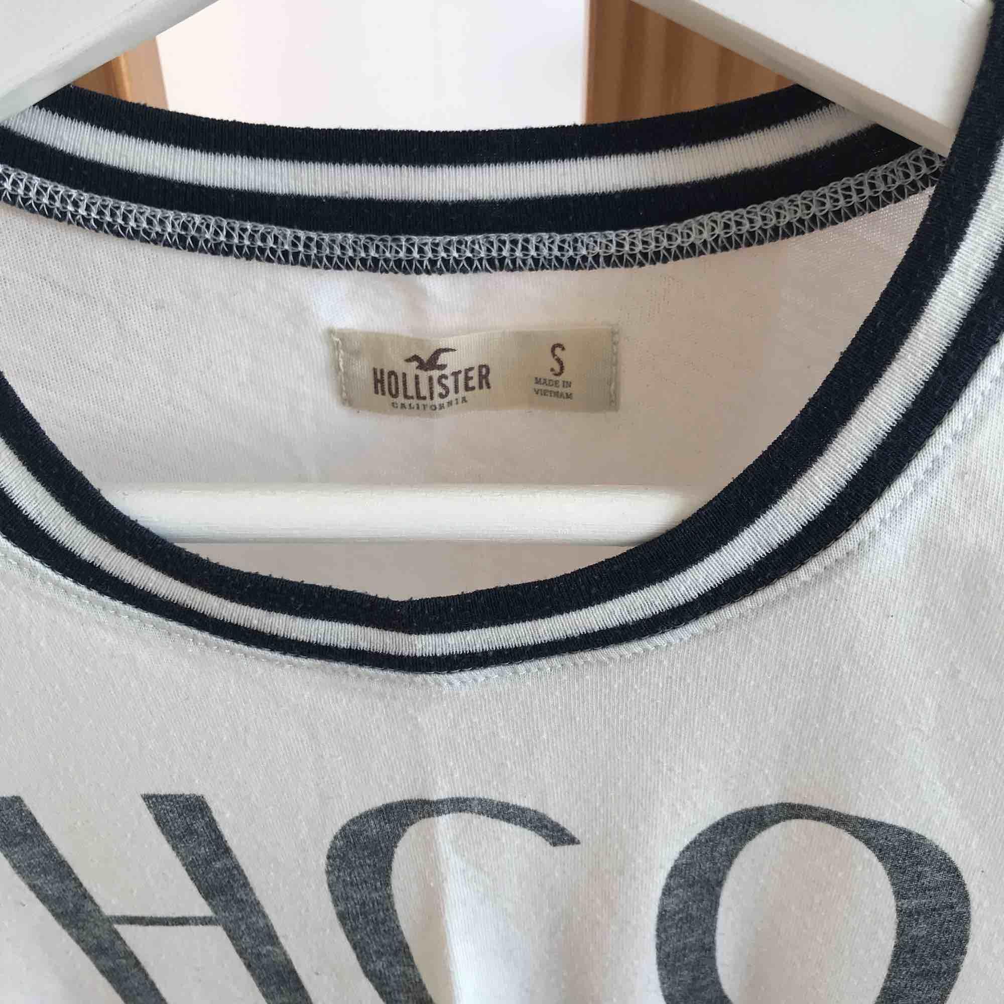 Äkta hollister-tröja. Använd men i bra skick. Köpare står för frakt🚛. T-shirts.