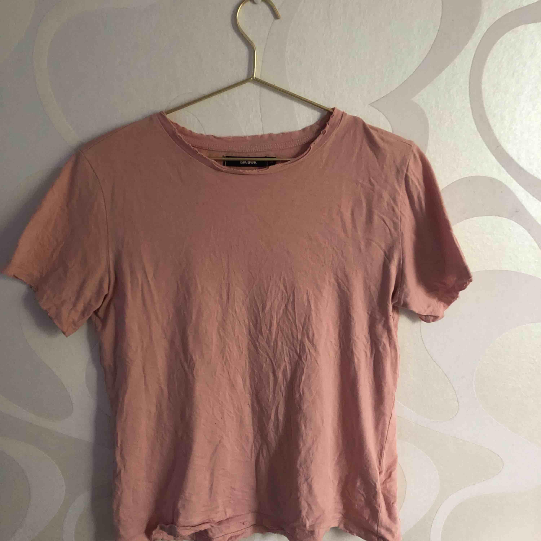Alla för 200 + frakt  En för 75+ frakt  Fråga vad som!!. T-shirts.