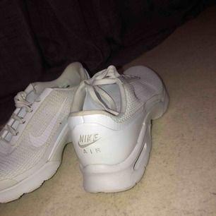 Nike skor vita 37/38 , andvänd bara 2 gånger