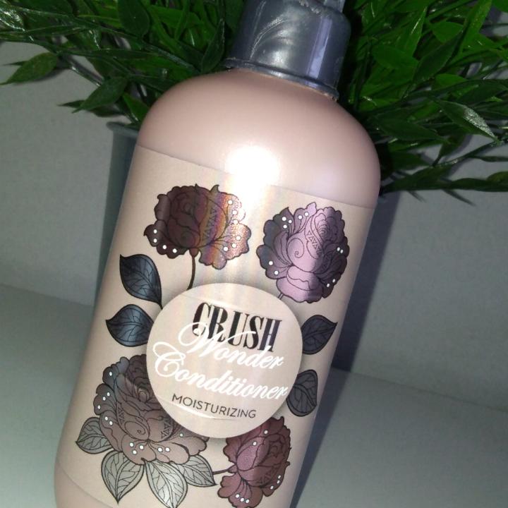 Shampoo och balsam ifrån CRUSH, Andvänt några gånger, inte helt full. Luktar supergott . Övrigt.