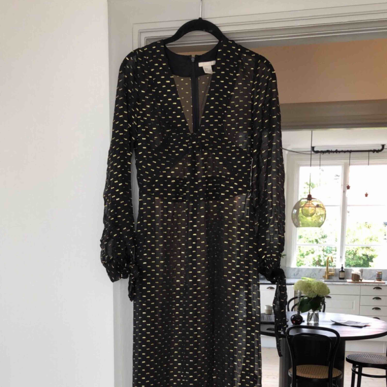 Magisk långklänning från HM Trend. Aldrig använd! . Klänningar.