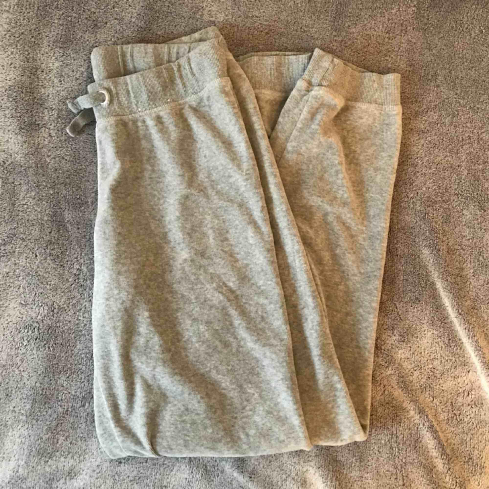 Helt nya mjukisbyxor från cubus i velour 🌸 Endast testade. Nypris:250kr. Jeans & Byxor.