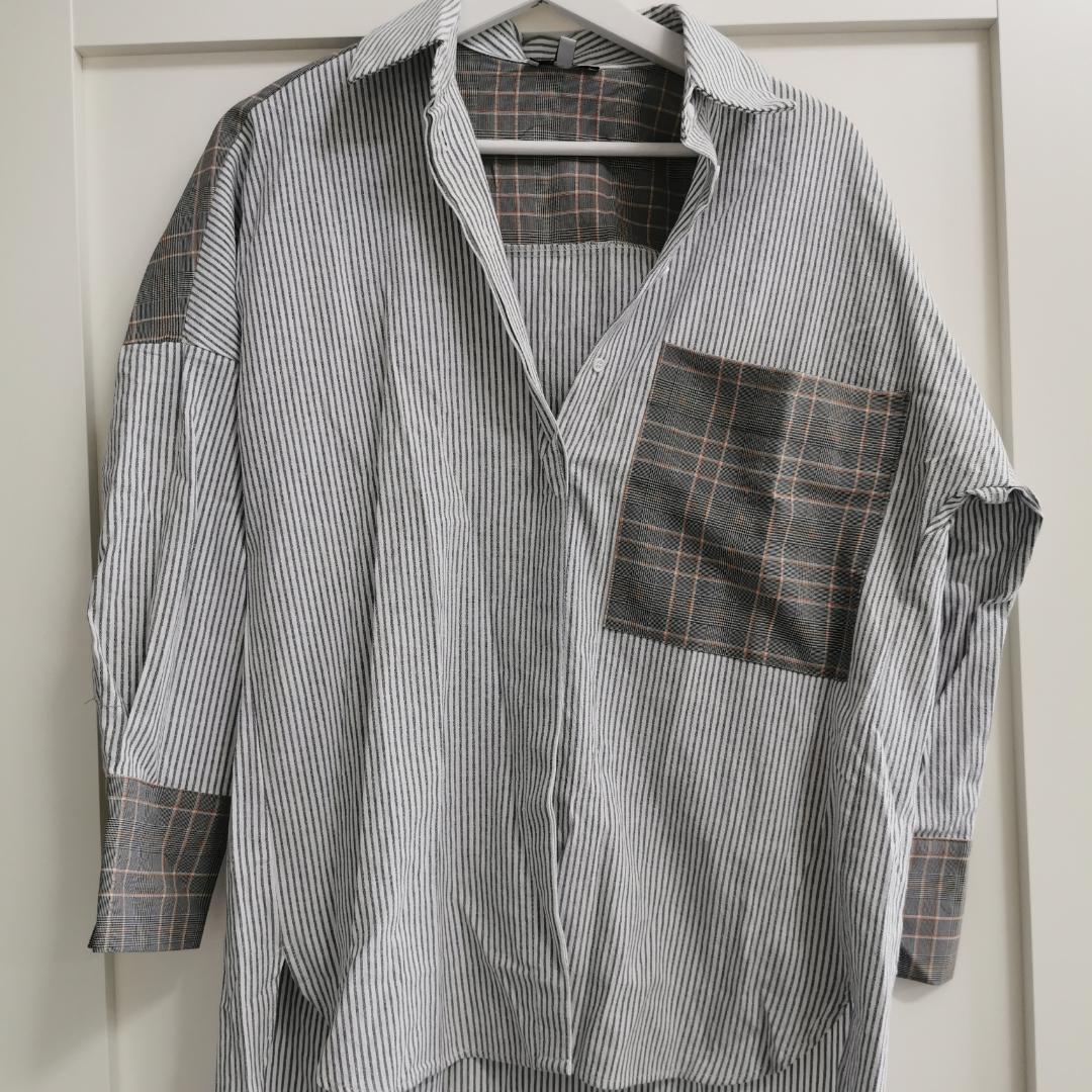 Ny oanvänd oversized skjorta från Fashionnova. Det är stl XS, passar dock S också. . Tröjor & Koftor.
