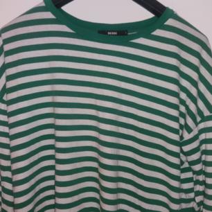 Grön och vit randig långärmad från BikBok!