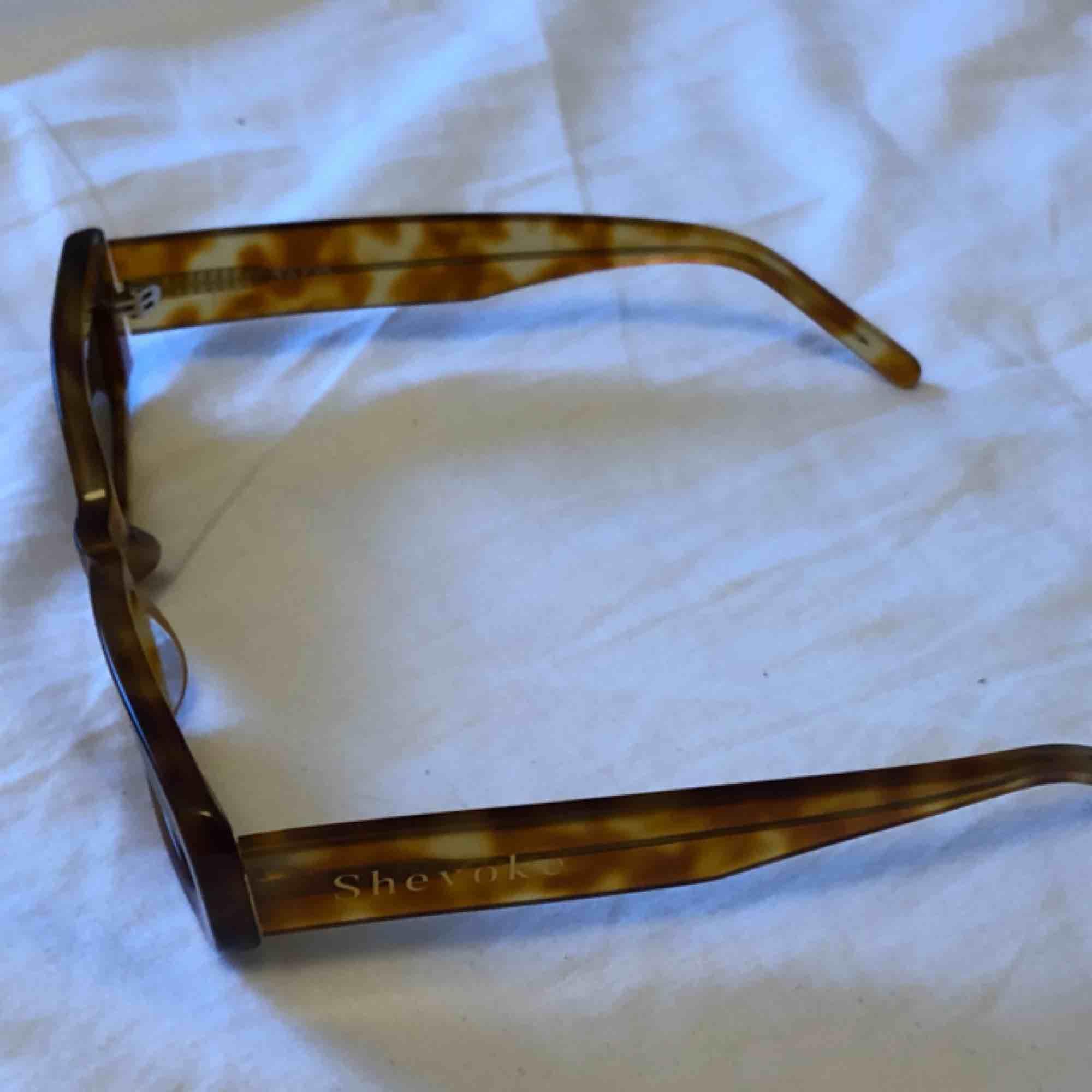 Säljer mina jätte fina shevoke solglasögon pga ingen användning, köpta för 1290kr. Övrigt.