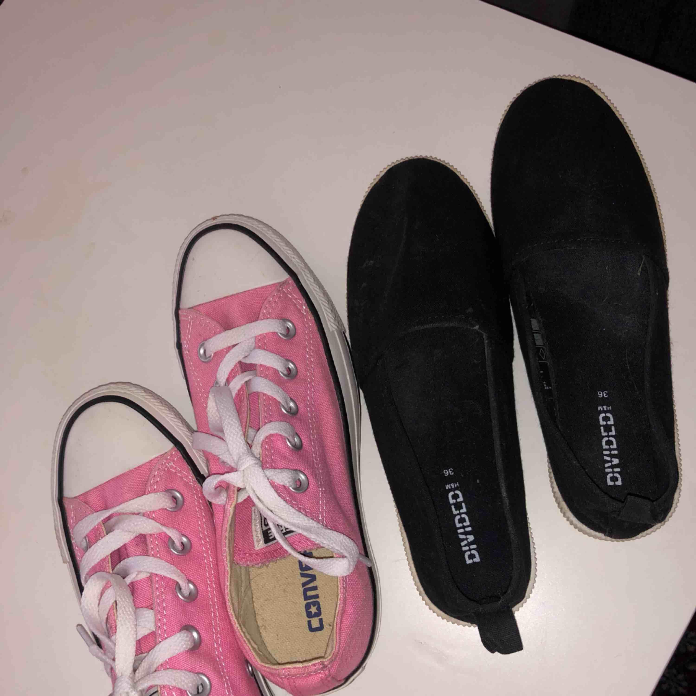Låga rosa converse helt oanvända 100kr eller båda för 150kr . Skor.