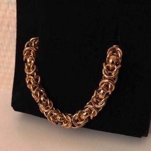 En fin oanvänd guldfärgad kedja ✨  Köparen står för frakten