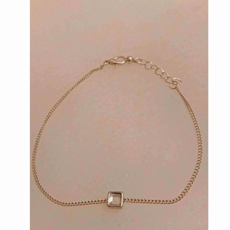 Jätte fint silverfärgat armband ✨ Frakt ingår.. Accessoarer.