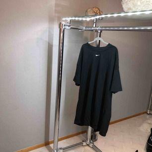 Oversized tshirt klänning från Nike. Aldrig använd.