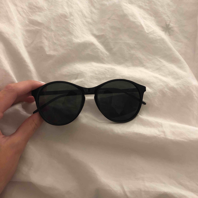Svarta solgalsögon aldrig använda. Accessoarer.