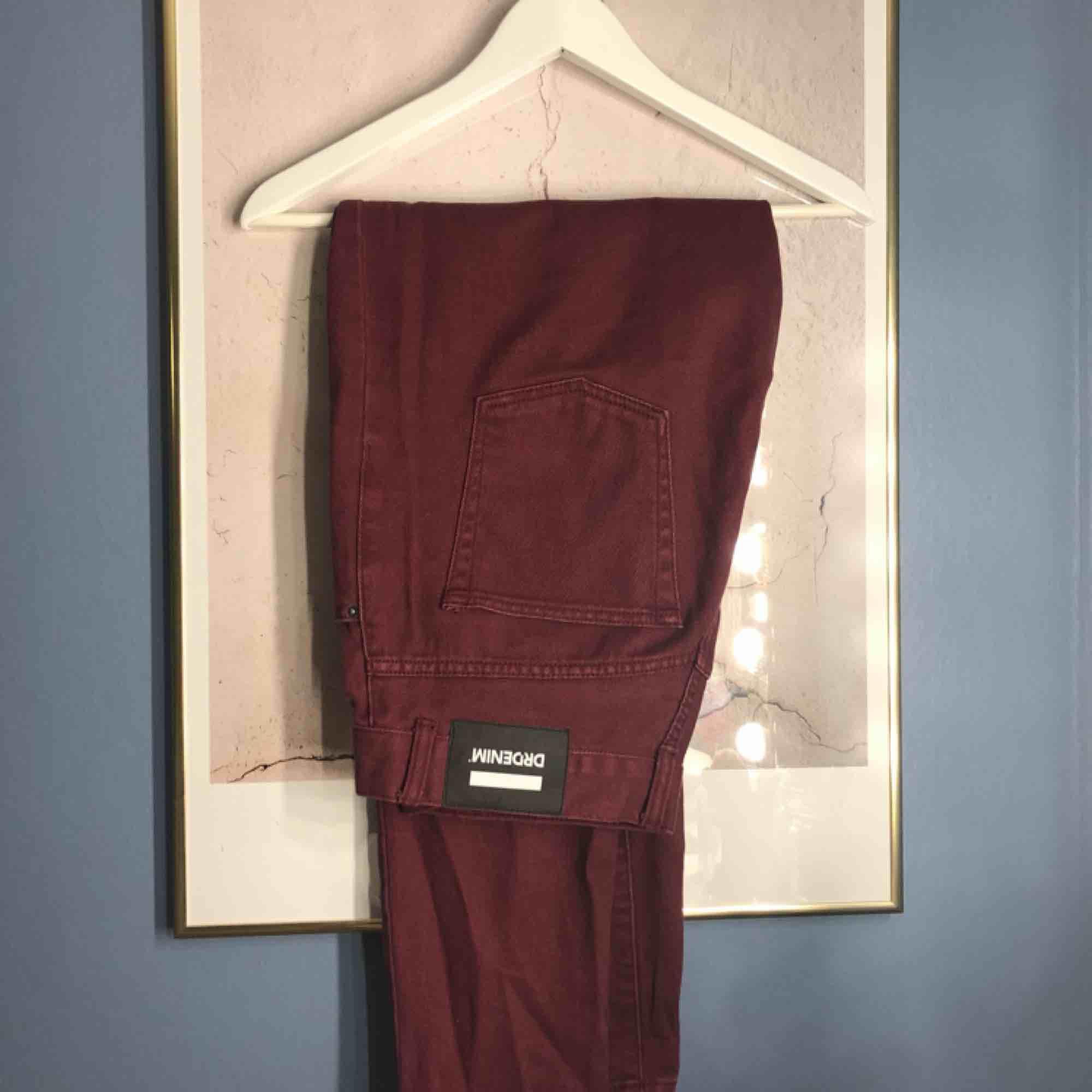 Mom jeans från dr denim. Väldigt snygg passform  Köparen står för frakten. Jeans & Byxor.