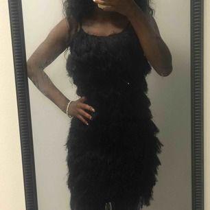 Klänning aldrig använt. Samma klänning finns i röd perfekt till jul fest 😍