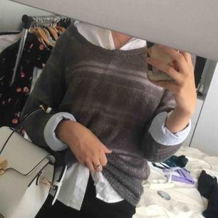 Oversized stickad tröja, superfin att ha över en skjorta eller liknande!