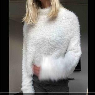 Jätte mysig stickad fluffig tröja ifrån Gina tricot. Använd fåtal gånger.