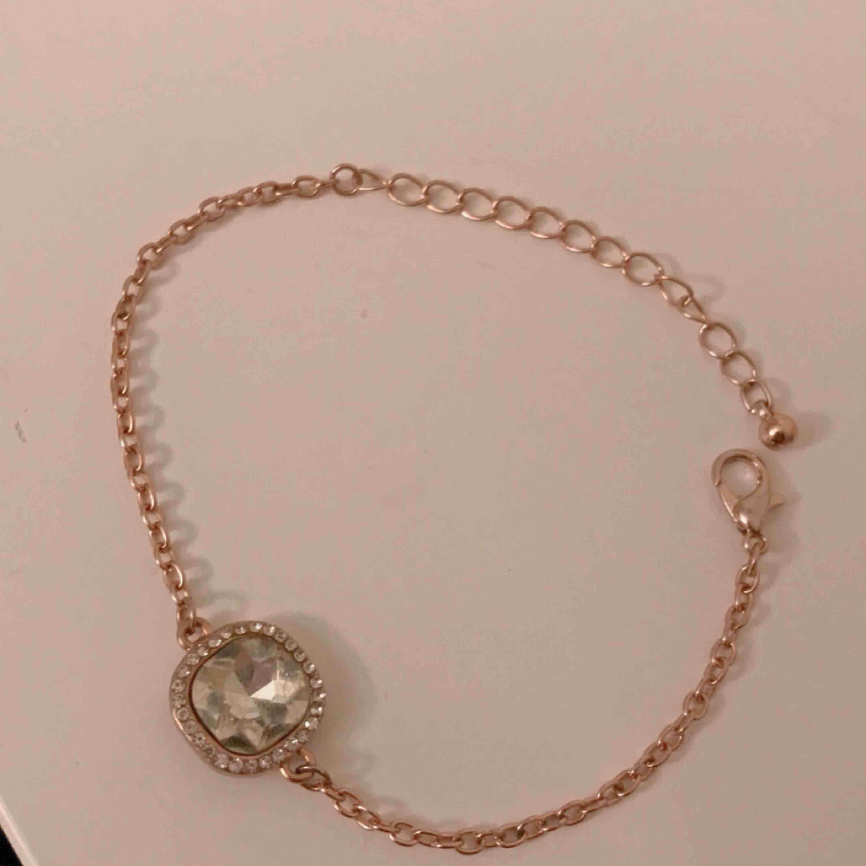Jätte fint armband som kom med en klocka från uropenn ✨ Fri frakt!. Accessoarer.