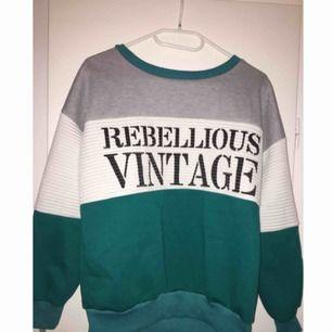 Jättefin tröja, använder allt för sällan så tänker försöka sälja den nu🌙fraktkostnad adderas :)