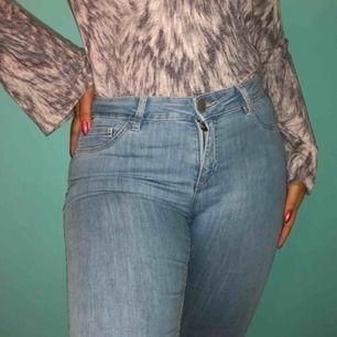 Mid Rise jeans från Cubus 💛 Storlek S 💛 Längden på byxorna är kort!! 💛 Möts upp eller så står köparen för frakt!   ❗️Första kunden att höra av sig får jeansen❗️