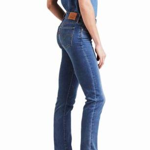 Grymt snygga jeans från Levi's! Sitter som ett smäck! 👌🏼Slim fit jeans. Dom perfekta jeansen!