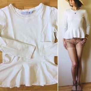 Kvalitets tröja från norska Cathrine Hammel med peplum. Ny och ren vit.