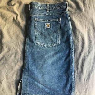 Carhartt jeanskjol i mycket bra skick! Storlek large.  Hur snygg som helst.  Har swish, kan posta eller mötas!