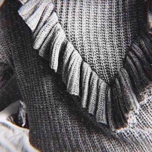 Stickad tröja från kappahl köpt för 300kr, knappt använd 💕 frakt tillkommer