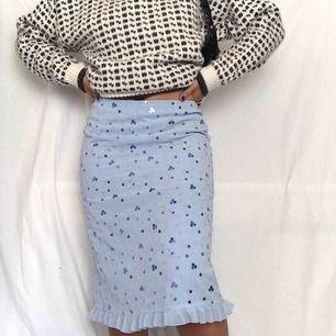 Söt 90-tals kjol ☀️ köparen står för frakten
