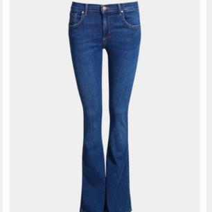 Säljer mina super snygga jeans. Perfekt till hösten. Endast använda vid 2 tillfällen. Stl XS, passar dock S också på grund av stretch. Köpta för 499.