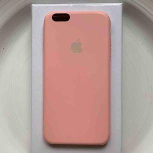 Rosa skal till iPhone 6 Plus, 6s Plus och passar flera andra iPhones. Skick: Se bild. Nypris: 400kr. Pris: 100kr + frakt💗