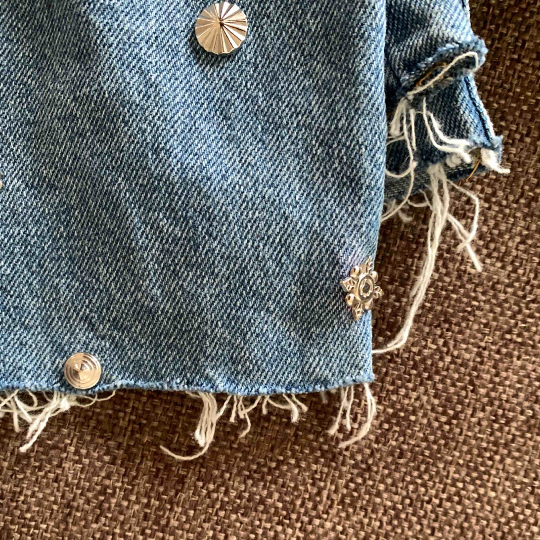 Sjukt snygga ankellånga byxor Tyvärr för små för mig . Jeans & Byxor.