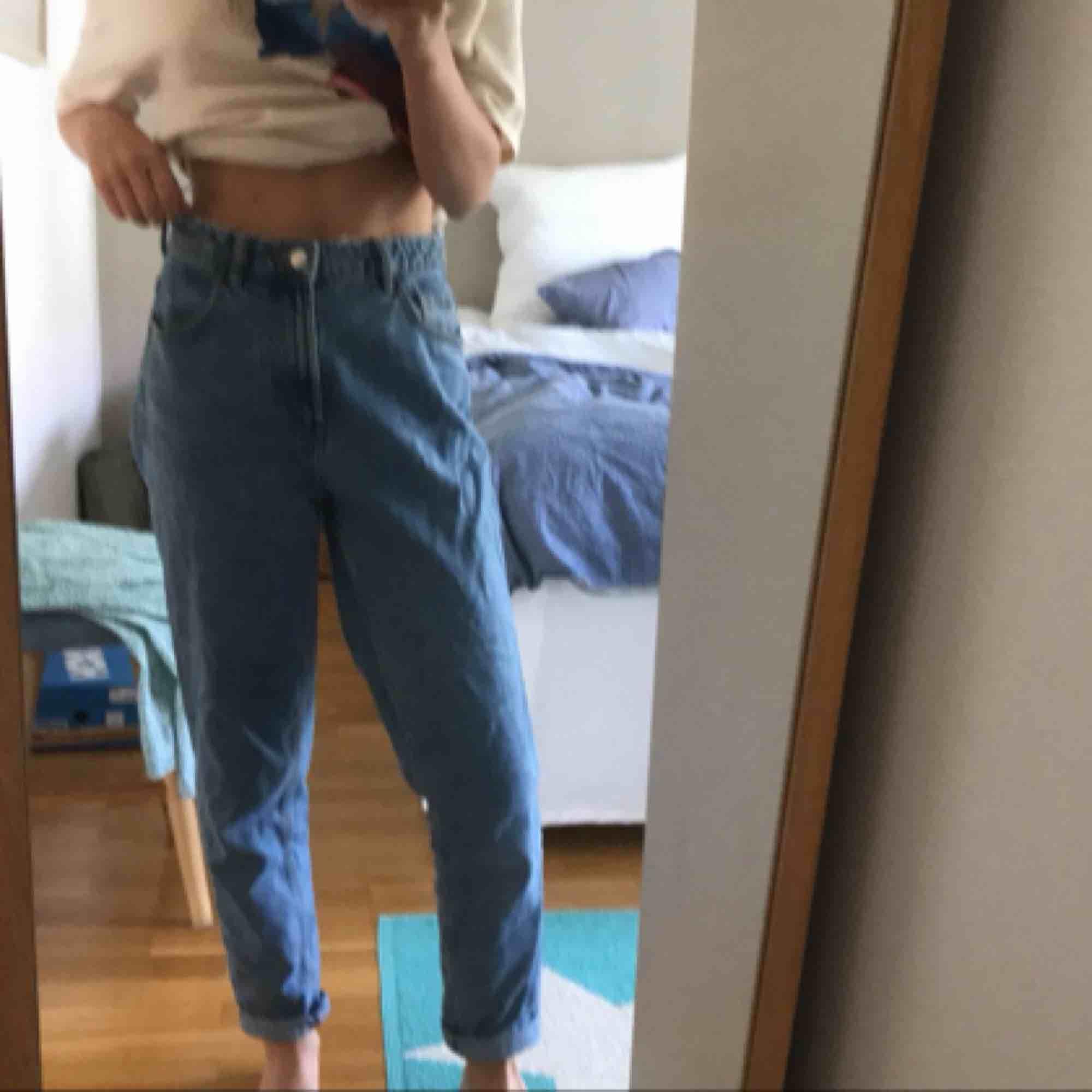Snygga jeans från Zara☺️frakt tillkommer☺️. Jeans & Byxor.