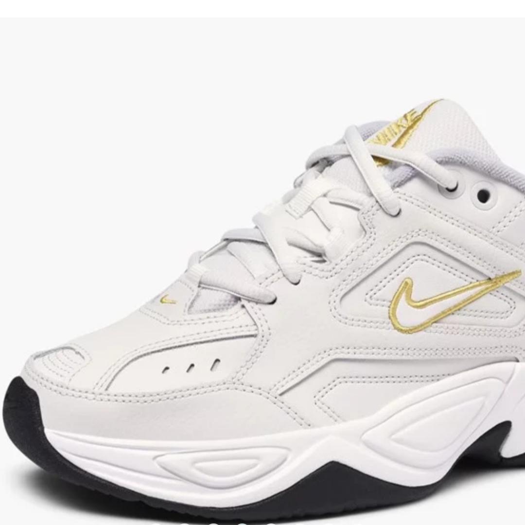 Nike tekno skor. Skit snygga skor, men kommer tyvärr inte till användning. Nypris: 1099 kr. Vid intresse skriv till mig så får ni bilder på skorna. Möts upp i Malmö eller står köparen för frakten.. Övrigt.