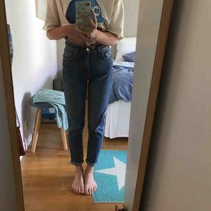 Snygga jeans från Gina tricot☺️lämnar mina gamla favoriter till nya ägare☺️frakten står köparen för