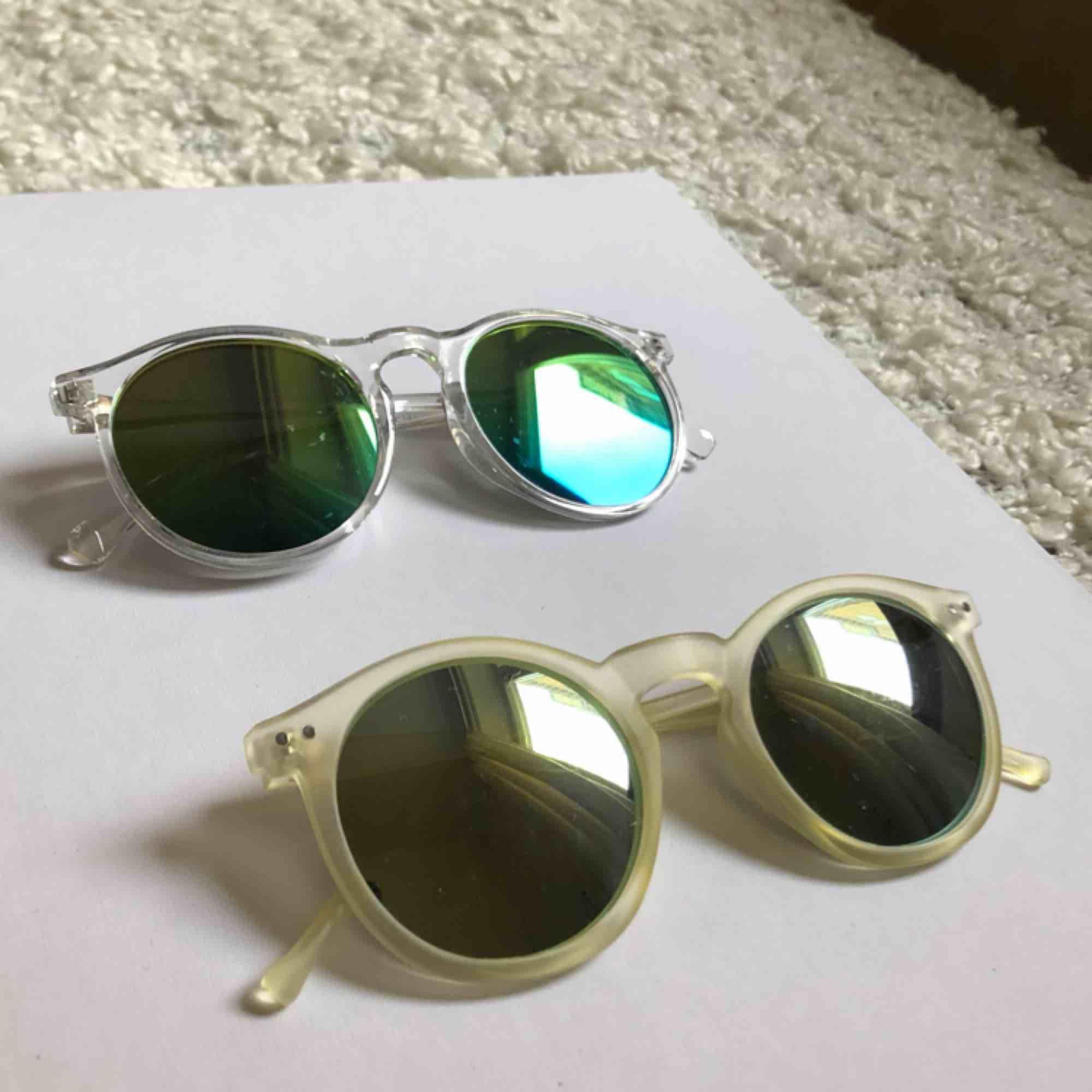 Fem par fina solglasögon i olika färger! Säljer endast som ett paket. ❤️🧡💛💚💙 Kan hämtas i Hornstull eller skickas med posten. Accessoarer.