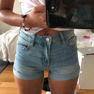 Oanvända shorts från HM, endast testade!!
