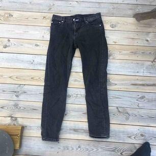 Svarta weekday jeans. Har används men ser nästan helt nya ut. Kan fraktas eller mötas i Stockholm