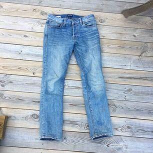 Slimfit jeans från jack&jones. Är använda men de är i bra skick. Kan mötas i Stockholm eller fraktas