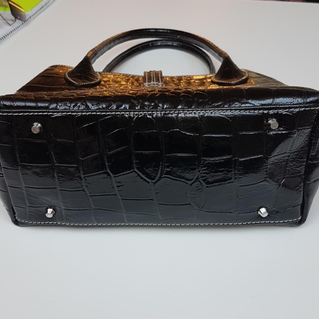 Asfrän svart väska i