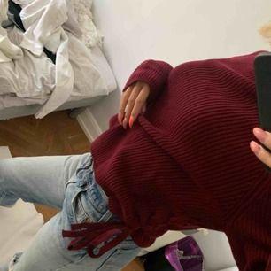 Sjukt snygg stickad vinröd tröja!