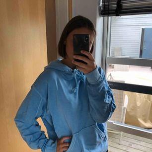 Blå hoodie från weekday, aldrig använd. Ordinariepris: 300kr