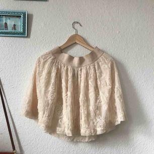 Fin kjol från H&M, sparsamt använd! Frakt: 59kr