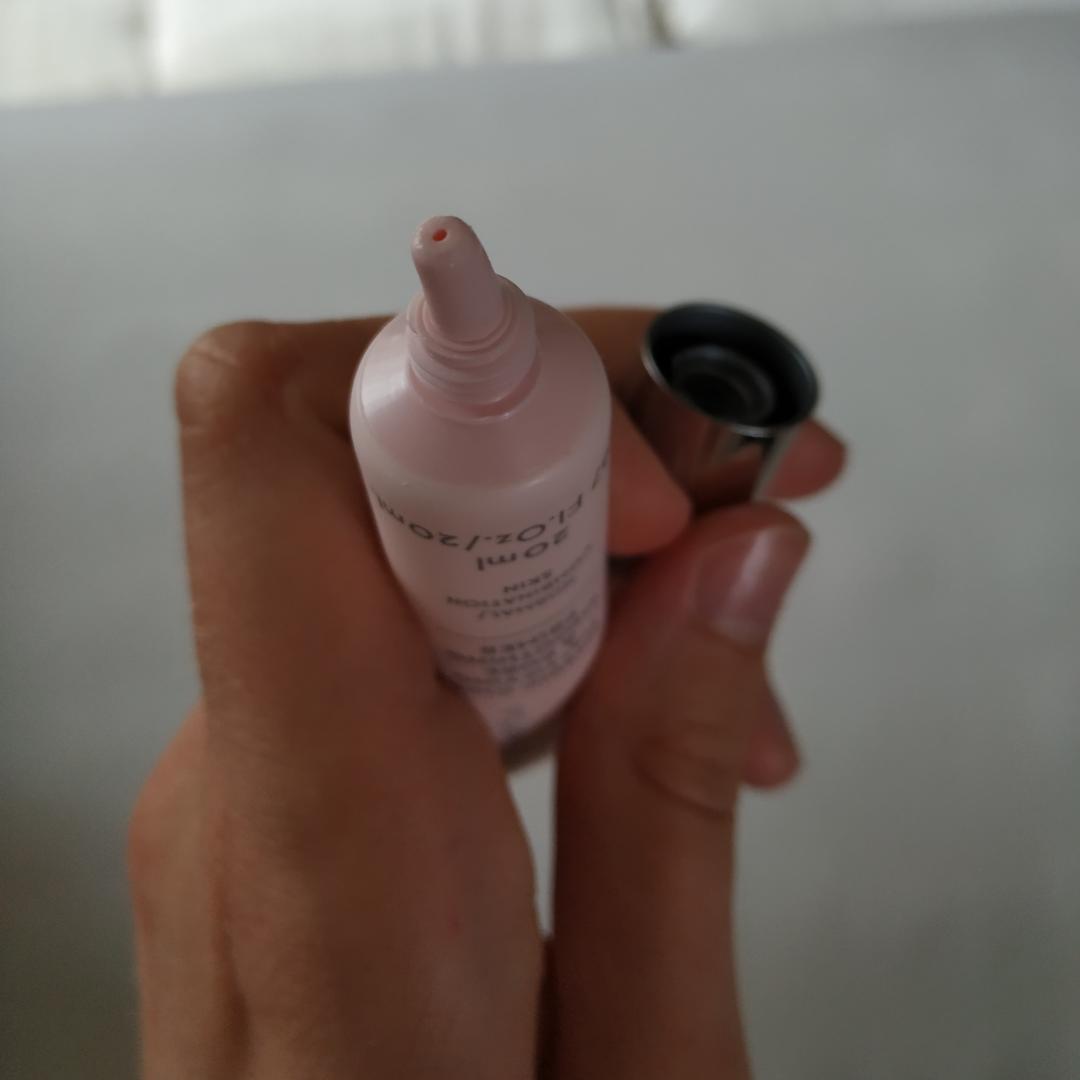 Lumene- Nordic chic mattifying & pore smoothing primer. Har använt den ca 5 ggr bara så det fattas inte mycket alls.  Vegansk! 🐰💗 Kostar 115kr ny.. Övrigt.