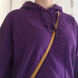 jättemysig lila hoodie från cubus i storlek L! säljer också precis samma fast i oranget och ljusblått. Säljer då den är för stor tyvärr☹️skriv för fler bilder☺️ frakt tillkommer!